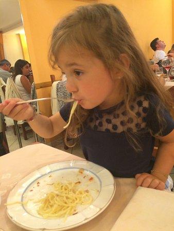 Da Filandro: Anche la mia piccola ha apprezzato i tagliolini al tartufo bianco ( oltre alla pizza) buongustai