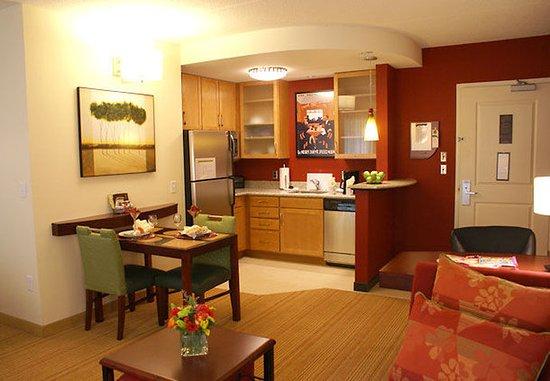 Monroeville, PA: Suite Kitchen