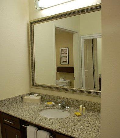 Monroeville, Pensylwania: Suite Bathroom