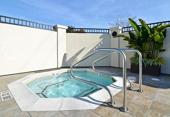 Capitola, CA: Outdoor Whirlpool
