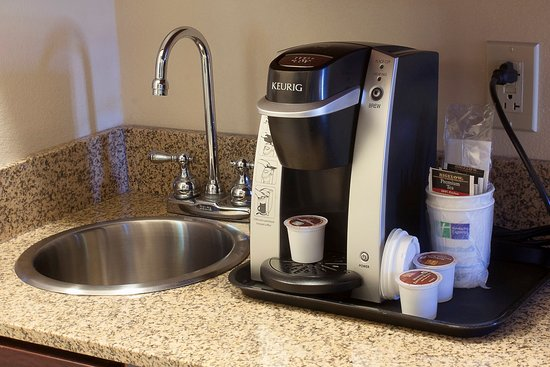Youngstown, OH: Keurigs in every guest room!