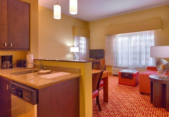 Elko, Νεβάδα: Two-Bedroom Suite Living Area