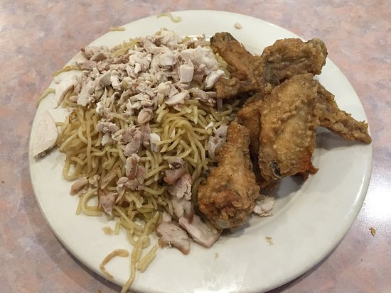Stardust Restaurant : $7.99 lunch special: chicken chow mein & wings