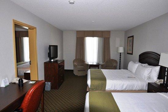Sherwood Park, كندا: 1 BEDROOM 3 QUEEN BED SUITE