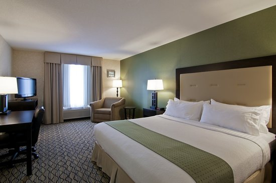 Sherwood Park, كندا: King Bed Guest Room