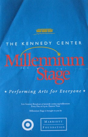 John F. Kennedy Center for the Performing Arts: 開演前にはプログラムも配られます。