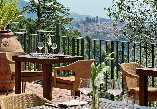 Castelvecchio Pascoli, Ιταλία: La Veranda Restaurant Outdoor Terrace