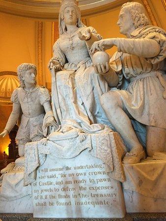 California State Capitol and Museum: Tallado de Cristobal Colon frente a la Reina Isabel de España