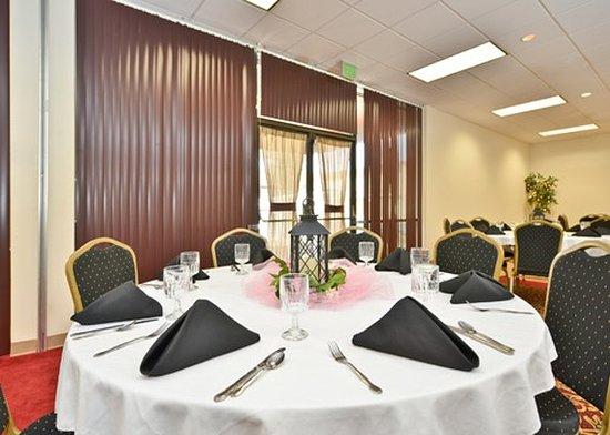 Ogallala, NE: conference room
