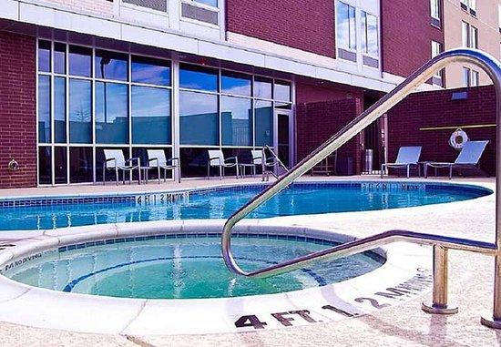 Richardson, TX: Outdoor Pool & Whirlpool