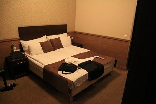 Binnen pleintje uitzicht op mijn kamer ingang rechts 1ste verd billede af central hotel 21 - Ingang kast ...