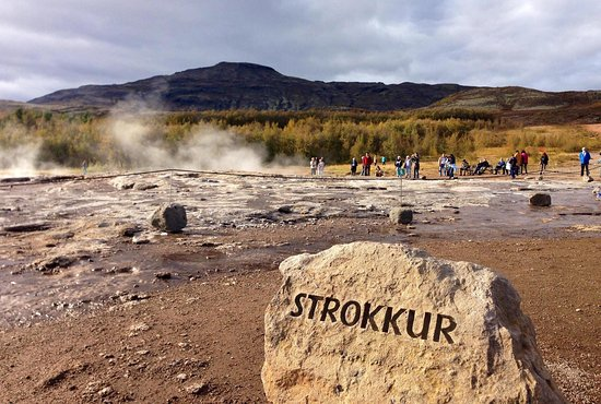 Iceland Travel - Day Tours: 這裡是首都外圍必訪的第一站:Golden Circle 金圈之旅,小小的地方卻有非常豐富的自然景觀!包含間歇泉Geysir+歐洲最大的瀑布黃金瀑布Gullfoss非常壯觀 + 辛格維勒國家公園