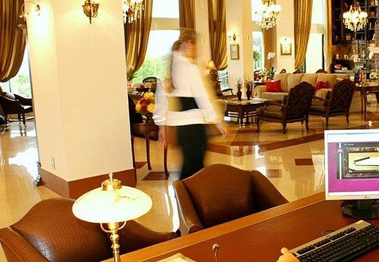 Hotel & Spa do Vinho, Autograph Collection: Reception Desk