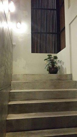 Nateesin Apartment : บันไดทางขึ้น