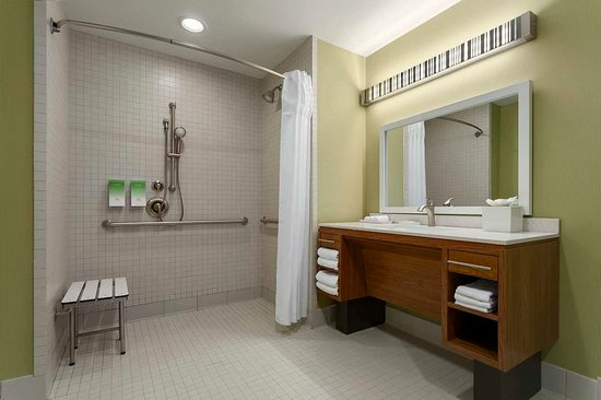 Frisco, TX : Accessible Roll-In Shower