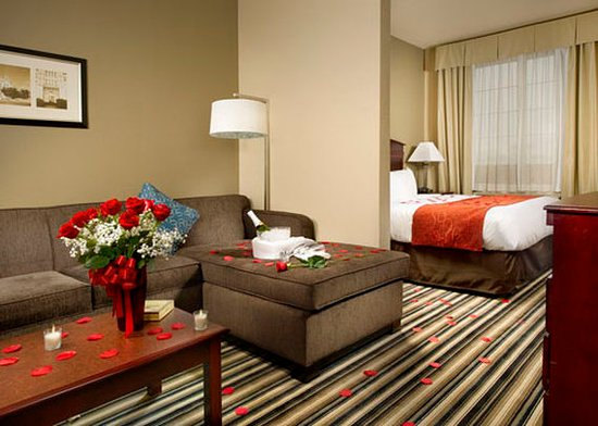 Comfort Suites Waco North: TXFRomance Package