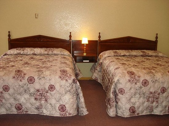 Nevada, MO: King room