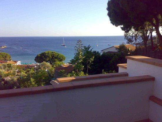 """Vista dal terrazzo dell'Hotel """"Baia Imperiale"""" Cavoli (LI)"""