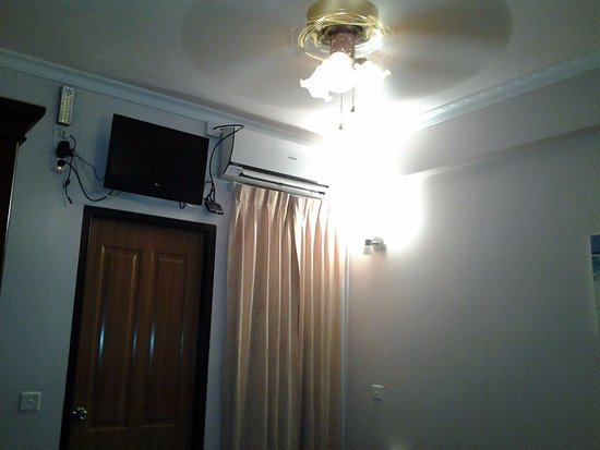 Hulhumale: TV too high up, can only watch when laid in bed!