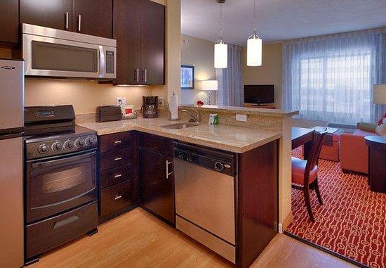 Vernal, UT: Suite Kitchen