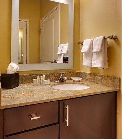 Vernal, UT: Suite Bathroom
