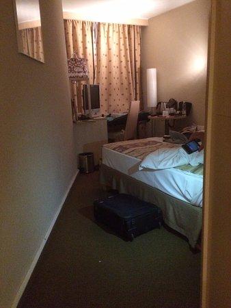 Mercure Budapest Korona Hotel: quarto minusculo