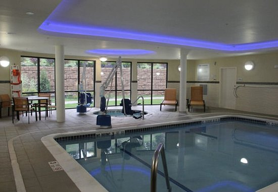 Oneonta, État de New York : Indoor Pool & Whirlpool