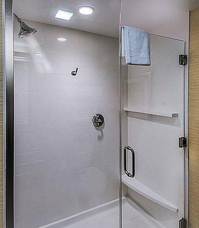 DuBois, Пенсильвания: King Suite Bathroom - Shower