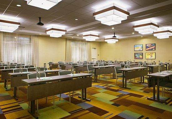 Tustin, CA: Meeting Room - Classroom Style Setup