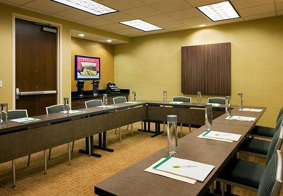 Tustin, CA: Meeting Room – U-Shape Setup