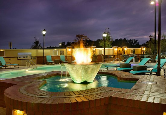 Duluth, GA: Outdoor Pool Fountain