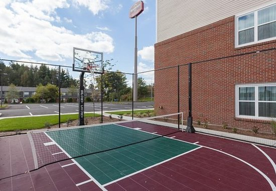 Chicopee, MA: Sport Court