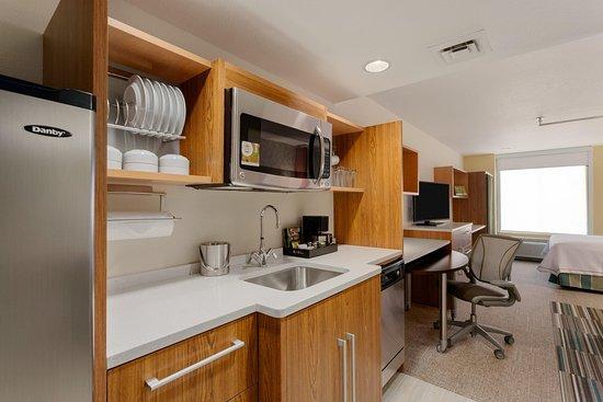 Lakewood, Colorado: 1 Queen Bed Studio