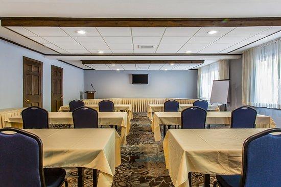 Lee, Массачусетс: Meeting room