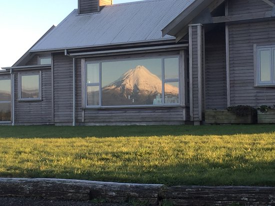 Taranaki Region, Nova Zelândia: The mountain has looked spectacular this winter. The view from the guest lounge is shown in the