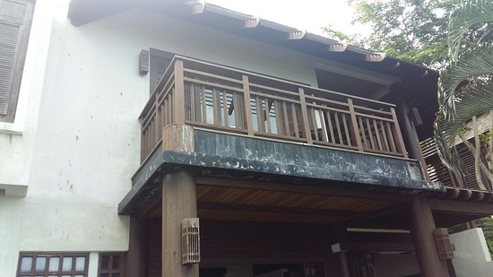 Bhundhari Spa Resort & Villas Samui: Delapidated and in good need of some tlc. Not worth what you pay. Pityful
