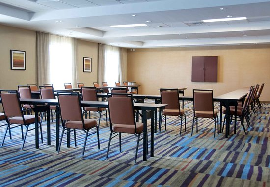 Urbandale, IA: Meeting Room - U-Shape Setup