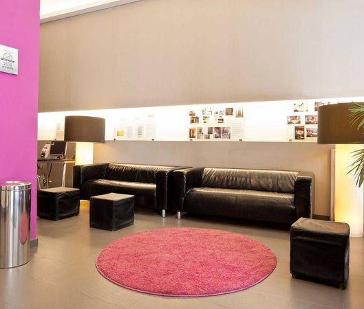 Hotel Curious: Lobby