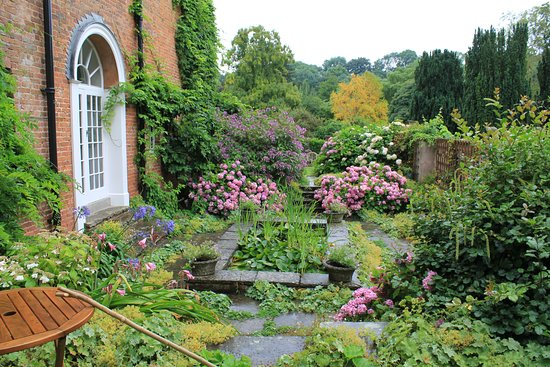 Tenbury Wells, UK: The Courtyard Garden, that was once the Billiards room till 1950's.