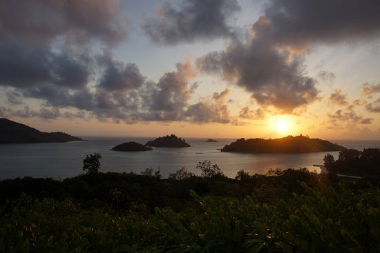 Cerf Island, Îles Seychelles : view from the helipad