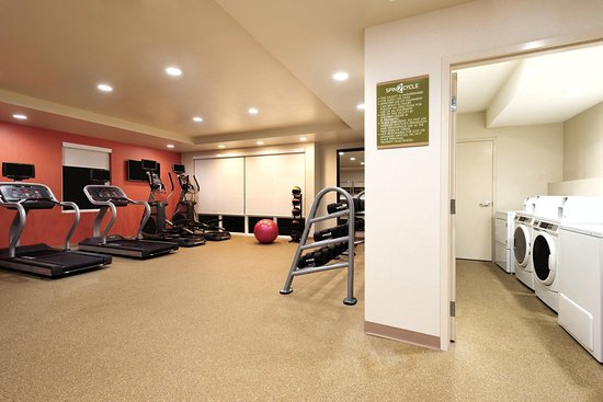 Florida City, FL: Fitness Center and Laundry Area