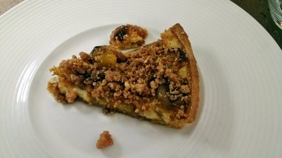 Hostellerie a la Ville de Lyon : Fruit and Nut Tart