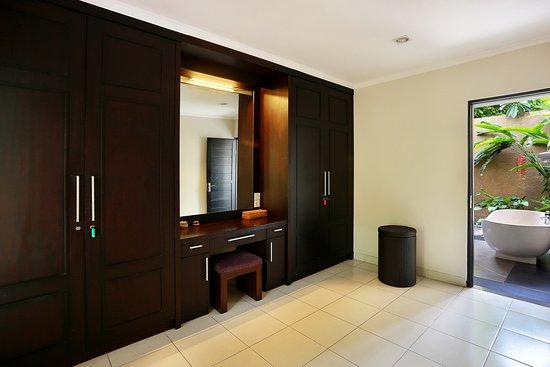 Walking closet picture of askara villa canggu tripadvisor for Paint colors for walk in closets
