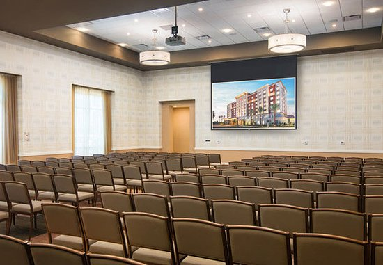 Irvine, Kalifornia: Portola Springs Ballroom – Theater Setup
