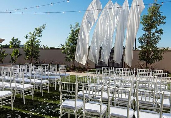Irvine, Californie : Event Lawn - Wedding Ceremony Setup