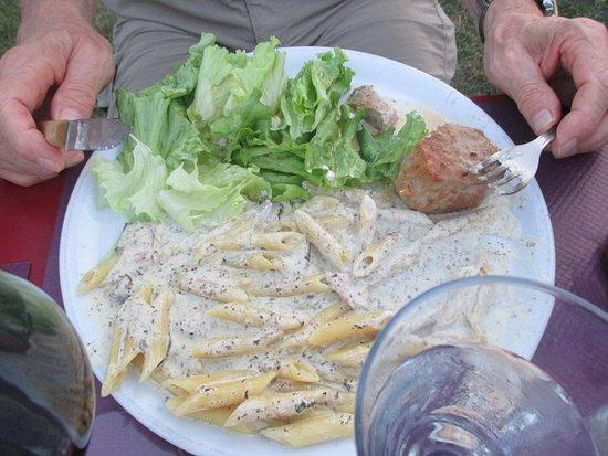 Cluny, Frankrig: Le pavé de veau accompagné de pâtes à la crème de truffe