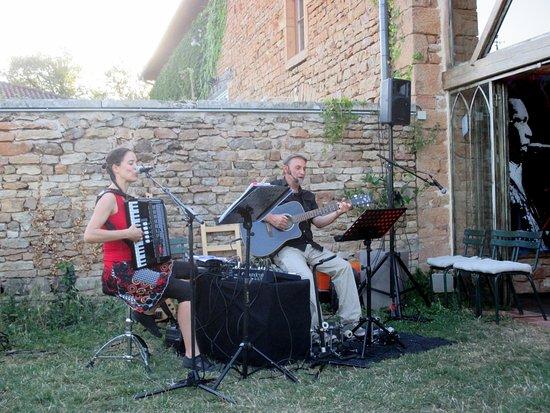 Cluny, Frankrig: Ce soir là...... repas en musique