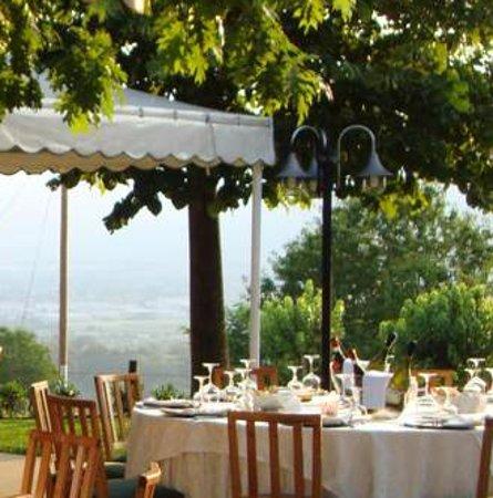 Carre, Italia: il pranzo vista colline mozzafiato!!!