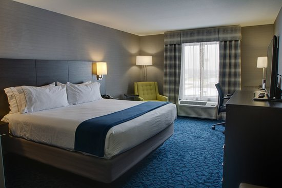 Sidney, OH: King Bed Guest Room