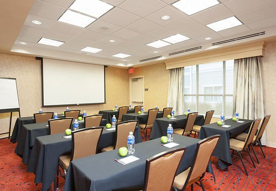 Bloomington, IL: Meeting Room – Classroom Setup